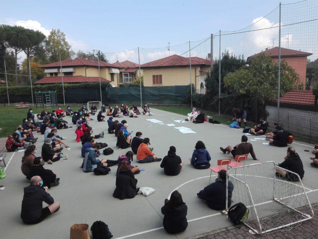 Le comunità capi della zona Varese Agesci durante la messa a distanza